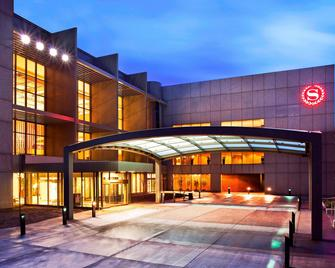 Sheraton Kansas City Hotel at Crown Center - Kansas City - Building