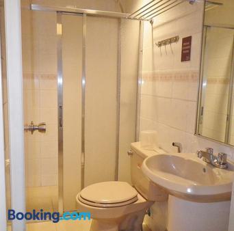 Baguio Holiday Villas - Baguio - Bathroom