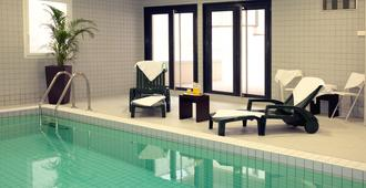 Nemea Nancy Appart'hotel - Nancy - Piscine