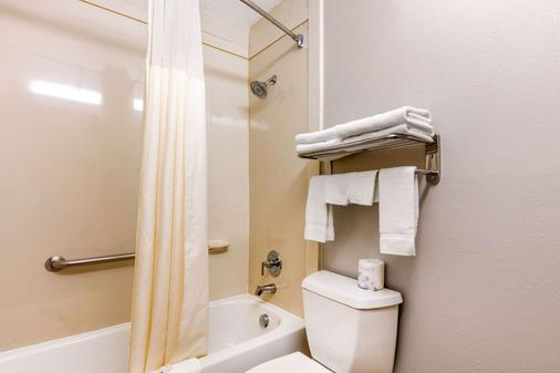 Quality Inn Gordonsville - Gordonsville - Bathroom