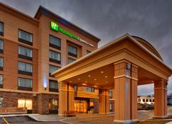 Holiday Inn Express & Suites Kingston Central - Kingston - Edifício