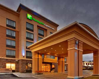 Holiday Inn Express & Suites Kingston Central - Kingston - Building