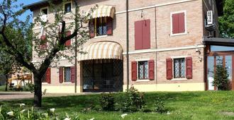 B&B Le Noci di Feo - Modena - Gebäude