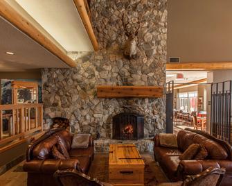 Coast Hillcrest Hotel - Revelstoke - Lobby