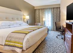 Drury Inn & Suites Cincinnati Northeast Mason - Mason - Bedroom