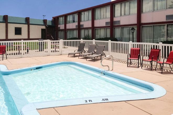 Econo Lodge Rawlins - Rawlins - Pool