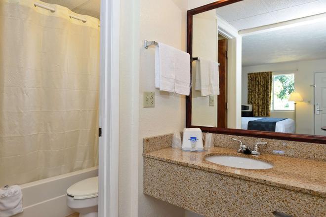 Americas Best Value Inn Bradenton Sarasota - Bradenton - Bathroom