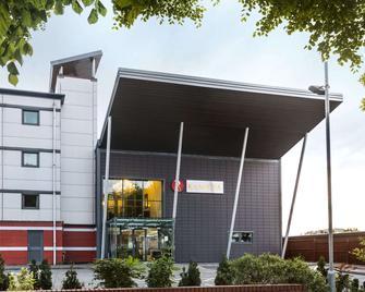 Ramada by Wyndham Oldbury Birmingham - Oldbury - Edificio