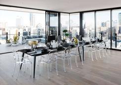 The Johnson Brisbane - Art Series - Brisbane - Dining room