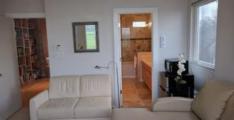 1 bed 1 bath modern flat right in Central Austin - Austin