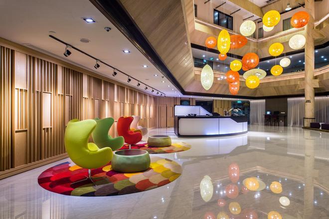 Furama City Centre - Singapore - Front desk