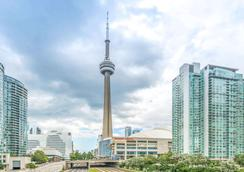 Howard Johnson by Wyndham Toronto Downtown West - Toronto - Outdoor view