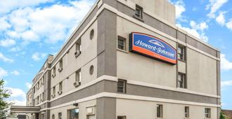 Howard Johnson by Wyndham Toronto Downtown West - Toronto - Gebouw
