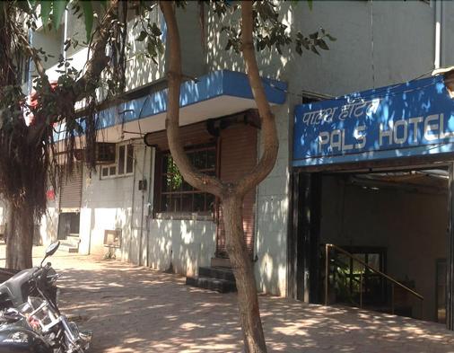 Pals Hotel - Mumbai - Lobby