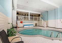 Quality Resort Chateau Canmore - Canmore - Pool