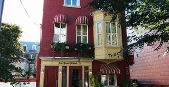 Au Petit Hôtel - Québec City - Building