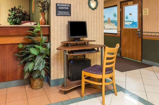 Super 8 by Wyndham Troy IL/St. Louis Area - Troy - Business Center