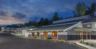 Days Inn & Suites by Wyndham Wisconsin Dells - Wisconsin Dells - Edificio