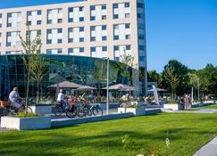 Best Western Plus Hotel Groningen Plaza - Groningen - Building