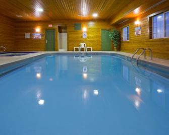 Country Inn & Suites by Radisson, Watertown, SD - Watertown - Zwembad