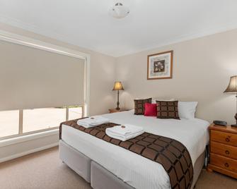 Colonial Court Villas - Mudgee - Bedroom