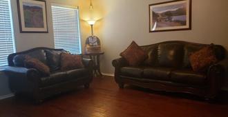 Huge Spacious Home Great For A San Antonio Getaway! - San Antonio - Schlafzimmer