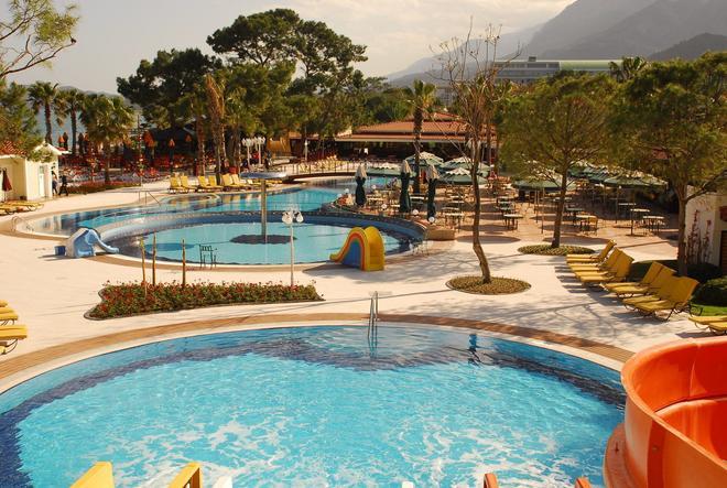 伯蘭馬雷海灘俱樂部酒店 - 凱麥什 - 高納克 - 游泳池