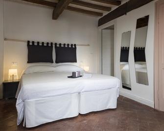 Borgodieci Camere E Colazione - Quattro Castella - Bedroom