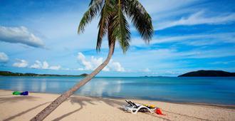 Centra by Centara Coconut Beach Resort Samui - Samui - Strand