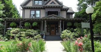 Champaign Garden Inn - שמפיין סיטי