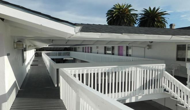 Stargazer Inn and Suites - Monterey - Balcone