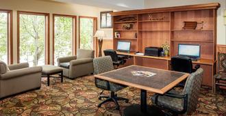 Holiday Inn Express Anchorage - אנקוראג' - שירותי מקום האירוח