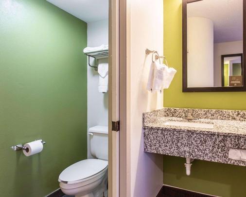 Sleep Inn at Bush River Road - Columbia - Bathroom