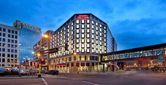 Hampton Inn & Suites Minneapolis / Downtown - Minneapolis - Edificio
