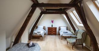 Unique Apartment In Historic Mansion - Antwerpen - Soverom