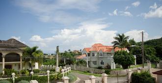 Tiana Estate - Montego Bay - Outdoor view