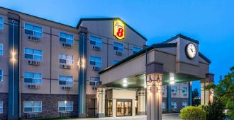 Super 8 by Wyndham Red Deer City Centre - Red Deer