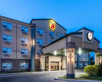 Super 8 by Wyndham Red Deer City Centre - Red Deer - Building