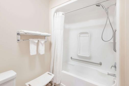 紅鹿華美達酒店 - 雷德迪爾 - 雷德迪爾 - 浴室