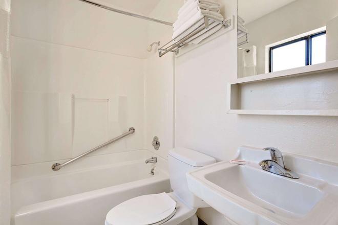 Knights Inn Page AZ - Page - Phòng tắm