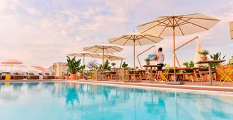 AC Hotel by Marriott Nice - Niza - Piscina
