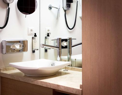 Best Western PLUS Vannes Centre Ville - Vannes - Bathroom