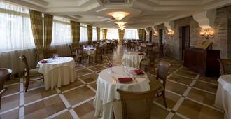 Perusia Hotel - פרוג'ה - מסעדה