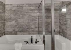 Home Inn & Suites Saskatoon South - Saskatoon - Bathroom