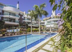 邦比尼亞斯大道公寓飯店 - Bombinhas - 游泳池