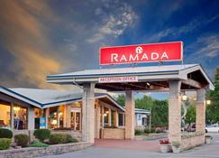 Ramada by Wyndham Gananoque Provincial Inn - Gananoque - Rakennus
