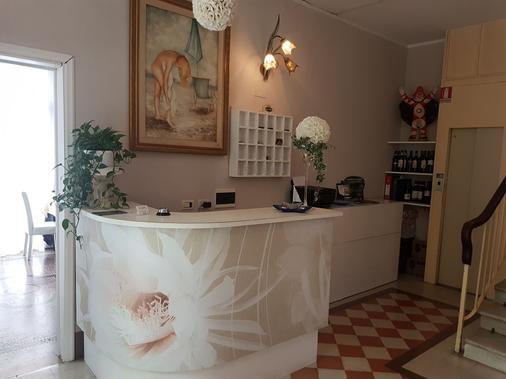 Hotel Villa Grazia - Viareggio - Front desk