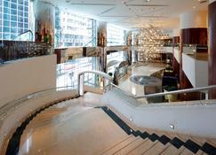 B P International - Hong Kong - Escaleras