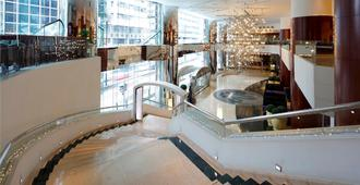 B P International - Hong Kong - מדרגות