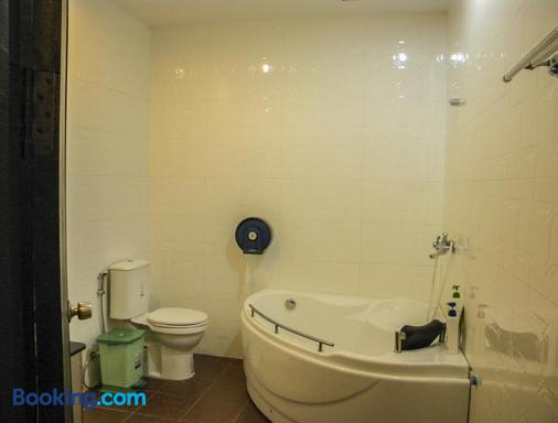 Vimean Sovannaphoum Resort - Battambang - Bathroom